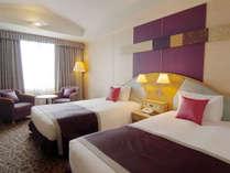 【モデレートツインルーム】約29平米の客室に幅1200mmのベッド(眺望:隅田川側)