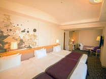 【デラックスツインルーム】約40平米の客室に幅1200mmのベッド(4名でもご利用可能/眺望:隅田川側)