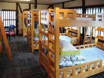 男女共同ドミトー:8名男女共同のお部屋です。Mixed dormitory:8 beded shared room.