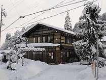 1月初旬、雪の中の桜ゲストハウスSakura Guest House in winter