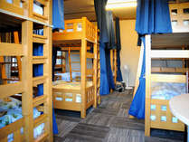 男女共同ドミトー:8名男女共同のお部屋。Mixed dormitory:8 beded shared room.