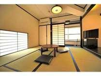 家族と、友人と、大切な人とのんびりお過ごしいただける暖かみのある和室です