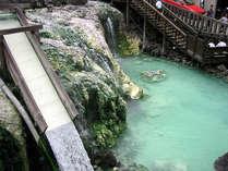 【湯畑】当館より徒歩1分で草津温泉街へ。名所湯畑は豊富な湯量が自慢です。