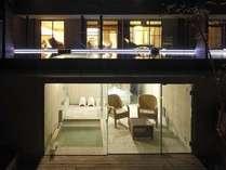 【らいらっく】居室と露天風呂が二層に分かれた贅沢な空間