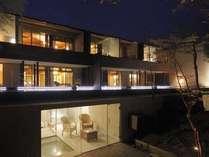 【ななかまど】居室と露天風呂が二層に分かれた贅沢な空間