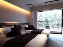 【ざぜんそう】広々としたベッドルームから、バルコニーへと続く開放感たっぷりのお部屋