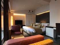 【しおん】大きなウィンドウから、箱根の四季を感じるレイアウトが自慢のリビング&寝室