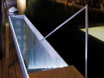 【ななかまど】水盤の下にある露天風呂に続く階段