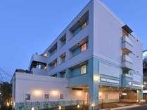 宿泊特化型のホテルです。人部屋単位の販売になります。定員数とは関係なく「添い寝は無料です」。