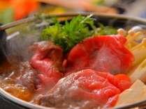 ゆっくりと味わう一人用鍋、わいわいと楽しく味わう数人用鍋。どちらで頂いても美味しい「すきやき」。