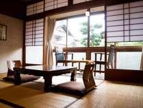 落ち着いた『和』のお部屋で、昭和の香り・空間を五感でかんじ、ゆっくりとお寛ぎください。