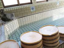 *温泉/硫黄の香りがする、尾瀬温泉「戸倉の湯」アルカリ性単純硫黄泉で滑らかな湯が特徴です。