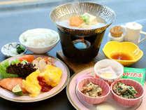 1日のスタートに♪ほっこりと温まる朝食です♪※秋頃~冬季は湯豆腐がつきます。