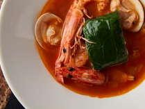 法蓮草を纏った近海鮮魚のヴァプール 蛤と車海老のコンポジション ブイヤベーススタイル