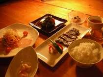 白浜の美味しいお水で炊いた「自慢の白いご飯」が、どんどんすすむ和洋食です。