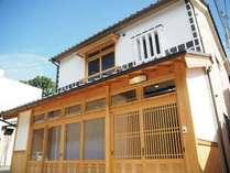 町屋を再生して2015年秋にオープン。倉敷ならではの建築、白壁・なまこ壁を残しています。
