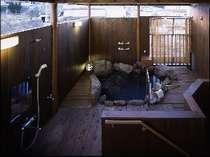 【露天風呂付き客室・和洋室】一例。5階にあり、ツイン+6畳の広さです