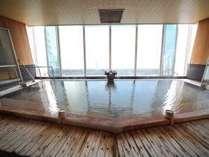 【木の湯】大浴場です。行幸源泉をひいております。「石の湯」と朝・夕入れ替え制