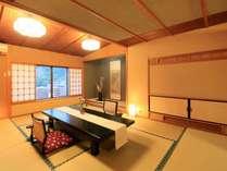 ■客室はいずれも風情漂う数寄屋造り。次の間もございますのでグループ旅行にも適しています。