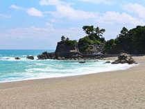 高知を代表する景勝地「桂浜」。近くには坂本龍馬像もあります。