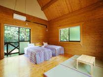 木のぬくもりが暖かい♪ エメラルドグリーンの清流を臨むお部屋