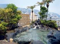 【露天風呂】夜景、海を望む最上階の庭園風露天風呂