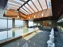 【大浴場】最上階10階にある展望風呂。大きな窓から美しい熱海湾一望です。