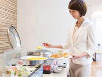 無料の朝食サービスは、平日が6:30~9:00、土日祝は6:30~9:30です。