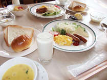 朝食一例 洋食・和食の日替わりメニューをご用意いたします。
