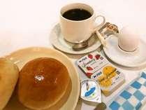 無料モーニングサービスは、パン、ゆでたまご、コーヒー、紅茶、緑茶をご用意。
