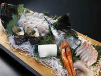 C:地魚姿造り付(まな板or桶盛り) 海鮮料理部屋食プラン