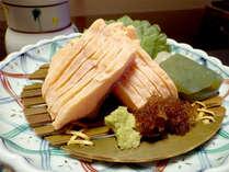 【夕食一例】マスの湯引きは、しゃきっと身がしまり、ぷりぷりの食感がたまりません!