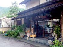 【外観】十津川温泉郷にたたずむ宿。静かな立地で料理と温泉をお愉しみください。