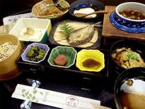 【朝食一例】朝食は広間にて温泉茶粥、山菜の卵とじなどヘルシーな和朝食をご用意致します。
