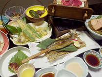 【夕食一例】その季節ごとの旬の地元食材をふんだんに使った素朴な田舎会席料理をご堪能ください。