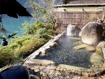 【露天風呂】十津川の自然に囲まれた露天風呂。ついつい長湯してしまう心地よさです♪