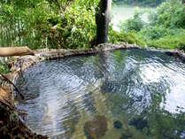 【露天風呂】湖と山を眺める露天風呂は、自然の音が心地よく、ついつい長湯してしまいます^^