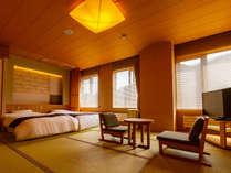 和室にはローベッドを2台ご用意。隠れ家温泉の雰囲気を楽しむにはうってつけのお部屋です。