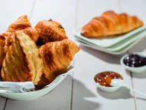 毎朝焼き立てのパンをご用意♪(写真はイメージです内容が異なる場合もございますので予めご承知ください)