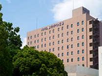 ホテル外観:JR広島駅の西側に隣接しており、南口から徒歩1分の好立地♪