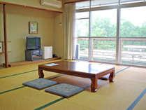 【和室バストイレなし一例】8名様までゆっくりお過ごしいただける広々としたお部屋です。