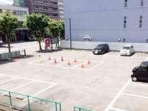 第2駐車場の様子。隣接の普通車無料の駐車場でお車でも安心。