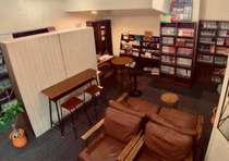 2階リラックススペースマンガ、絵本、ガイドブックなど3000冊以上ご用意致しております。