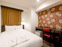 【客室】16平米・ダブルルーム。140cm幅のベッドを設置。(一例)