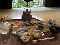 お食事は茶道のおもてなしを汲んだ茶懐石くずしをご用意致します。(一例)