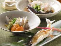 その時々の旬を丁寧に調理致します。当館のおもてなしを目と舌で味わって下さい。(一例),岐阜県,夜がらす山荘 長多喜
