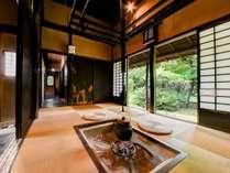 *【部屋一例・栗の間】江戸初期からの昔ながらの総栗材造りの古民家