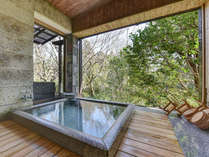 *大浴場 女湯/別棟にございます。窓を開け放つと露天風呂さながらの開放感があります。
