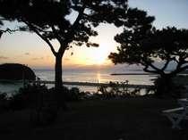 ガーデンから望む夕日