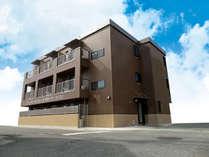 奄美ラッキーライフ1外観3階建て20室です。
